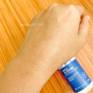 Cairan Acne Back Spray setelah diaplikasikan ke kulit